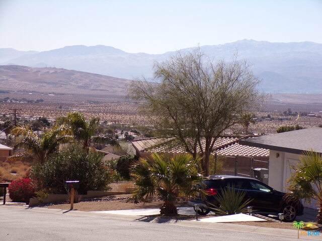 182 Redbud Rd, Desert Hot Springs, CA 92240 (#21-685332) :: The Pratt Group