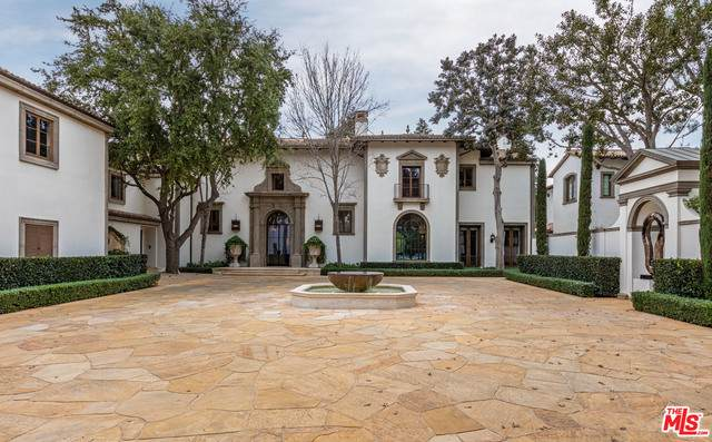 30 Beverly Park Ter, Beverly Hills, CA 90210 (#21-685374) :: The Suarez Team