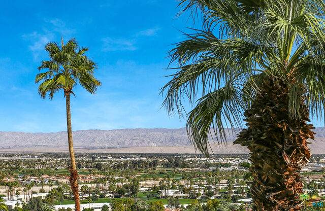 2130 Southridge Dr, Palm Springs, CA 92264 (#21-687314) :: The Grillo Group