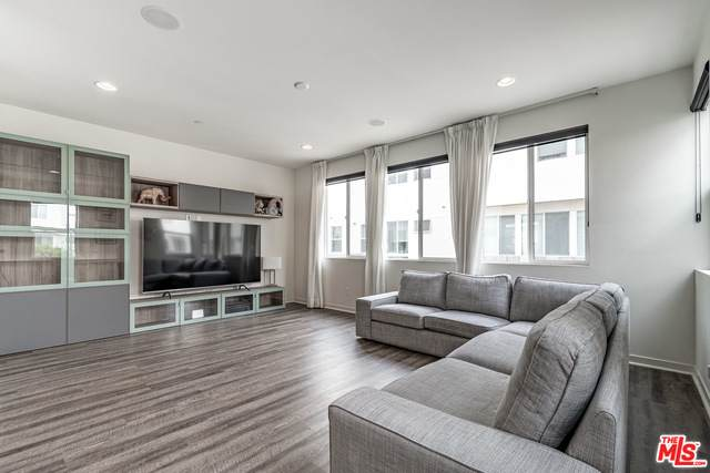 634 Port Dr, Costa Mesa, CA 92627 (#21-690258) :: Berkshire Hathaway HomeServices California Properties