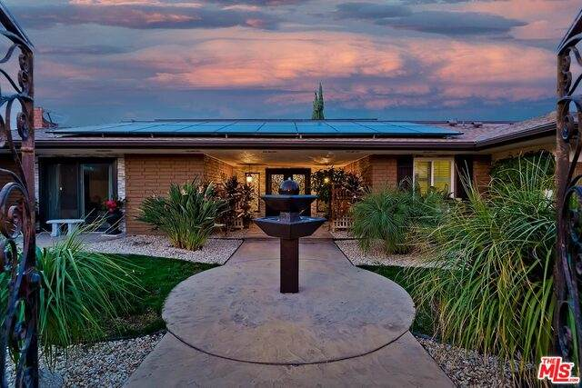 19745 Lassen St, Chatsworth, CA 91311 (#21-691294) :: Berkshire Hathaway HomeServices California Properties