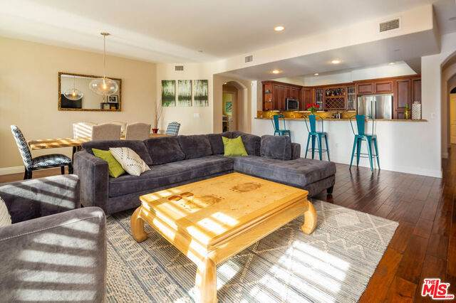 1835 S Barrington Ave #203, Los Angeles, CA 90025 (#21-691704) :: The Grillo Group