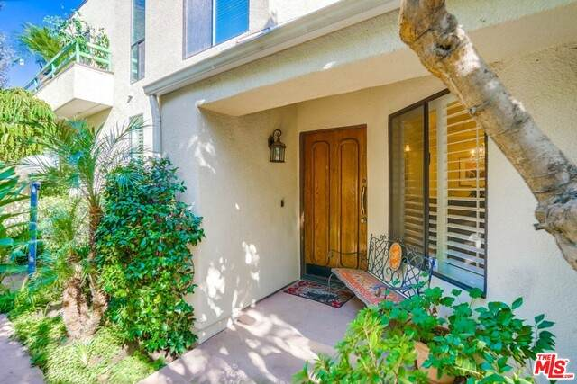 18739 Hatteras St #58, Tarzana, CA 91356 (#21-691946) :: The Grillo Group