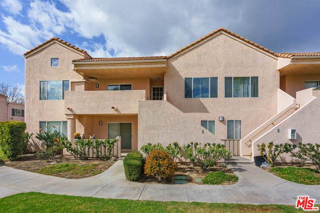24435 Valle Del Oro #203, Newhall, CA 91321 (#21-692996) :: TruLine Realty