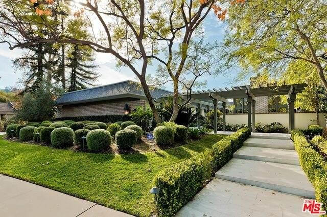 4811 Encino Ter, Encino, CA 91316 (#21-693132) :: Berkshire Hathaway HomeServices California Properties
