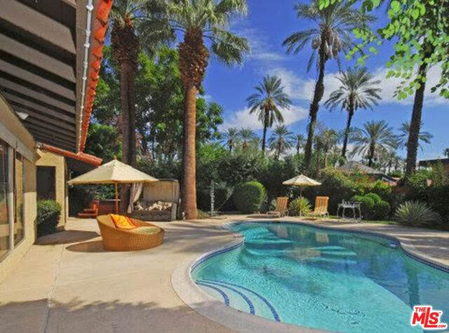 37300 Palmdale Rd, Rancho Mirage, CA 92270 (#21-693324) :: TruLine Realty
