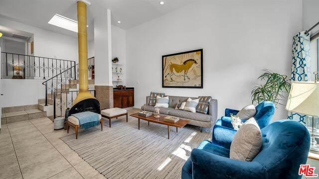 11941 Kling St #28, Valley Village, CA 91607 (#21-693654) :: Berkshire Hathaway HomeServices California Properties