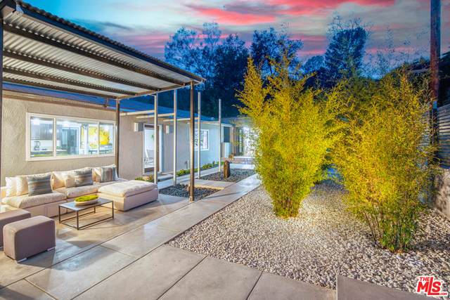 19778 Grand View Dr, Topanga, CA 90290 (#21-694248) :: Berkshire Hathaway HomeServices California Properties