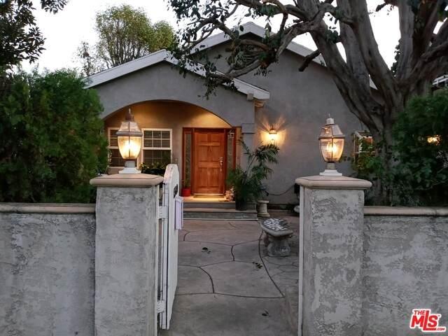 13580 Oxnard St, Van Nuys, CA 91401 (#21-694604) :: Berkshire Hathaway HomeServices California Properties