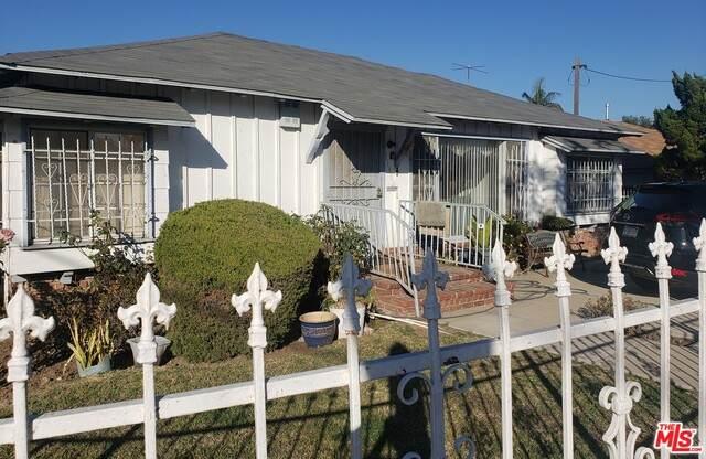 11802 Raymond Ave, Los Angeles, CA 90044 (#21-694624) :: TruLine Realty