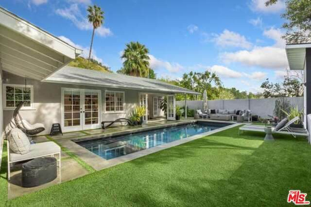 1269 N Norman Pl, Los Angeles, CA 90049 (#21-694722) :: The Grillo Group