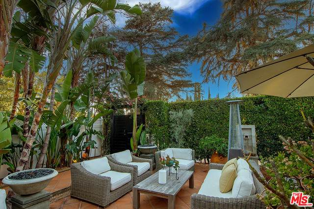 1558 N Stanley Ave, Los Angeles, CA 90046 (MLS #21-695524) :: The Sandi Phillips Team