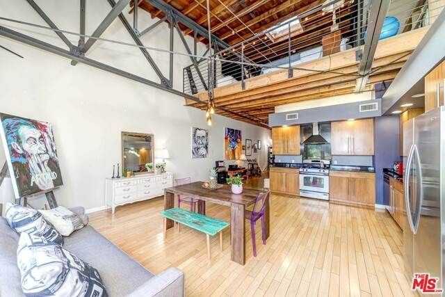 1100 E 3Rd St #205, Long Beach, CA 90802 (#21-695736) :: Berkshire Hathaway HomeServices California Properties