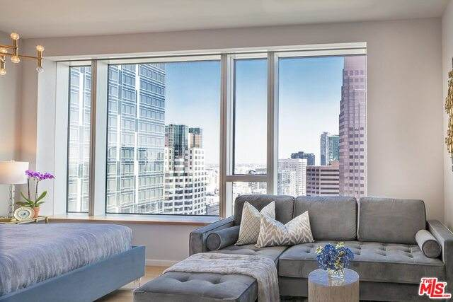 889 Francisco St #3305, Los Angeles, CA 90017 (#21-696540) :: Berkshire Hathaway HomeServices California Properties