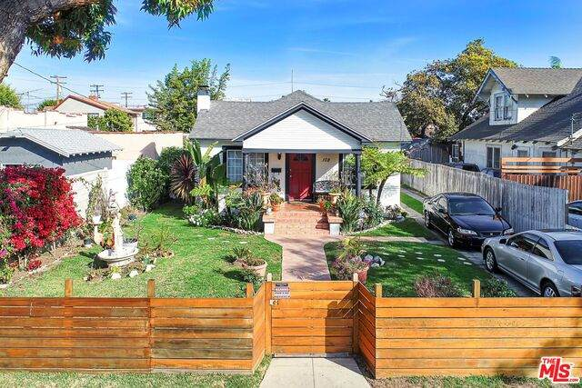 108 S Inglewood Ave, Inglewood, CA 90301 (#21-696630) :: The Grillo Group