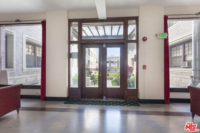 2121 James M Wood Blvd #324, Los Angeles, CA 90006 (#21-696632) :: Berkshire Hathaway HomeServices California Properties