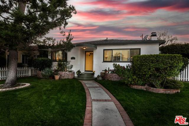 5121 Auckland Ave, North Hollywood, CA 91601 (#21-696672) :: The Grillo Group