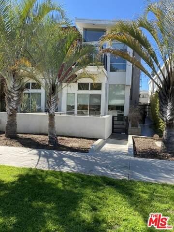 852 10TH ST #2, Santa Monica, CA 90403 (#21-697026) :: Berkshire Hathaway HomeServices California Properties