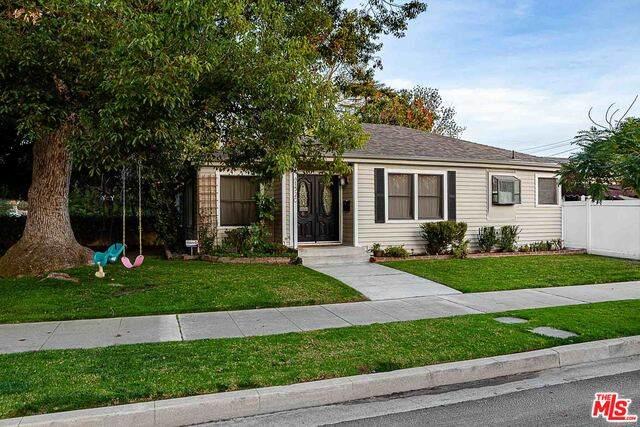 1520 W Oak St, Burbank, CA 91506 (#21-697120) :: Berkshire Hathaway HomeServices California Properties