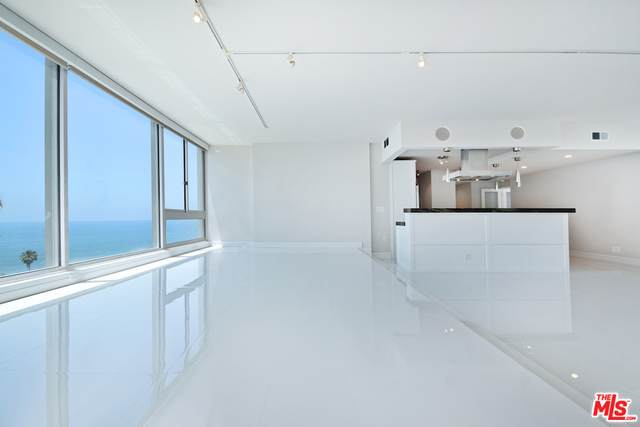 17368 W Sunset Blvd Ph-5, Pacific Palisades, CA 90272 (#21-697630) :: The Grillo Group