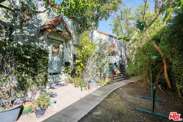 1928 Rosalia Rd, Los Angeles, CA 90027 (#21-698626) :: The Grillo Group
