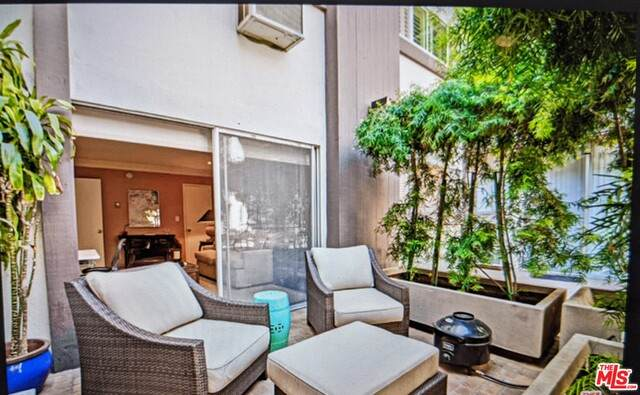 117 S Doheny Dr #203, Los Angeles, CA 90048 (MLS #21-698716) :: Mark Wise | Bennion Deville Homes