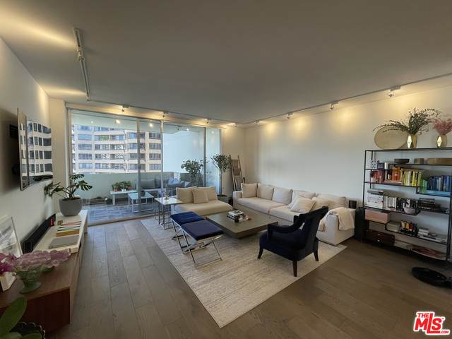 10433 Wilshire Blvd #1003, Los Angeles, CA 90024 (#21-698820) :: Berkshire Hathaway HomeServices California Properties