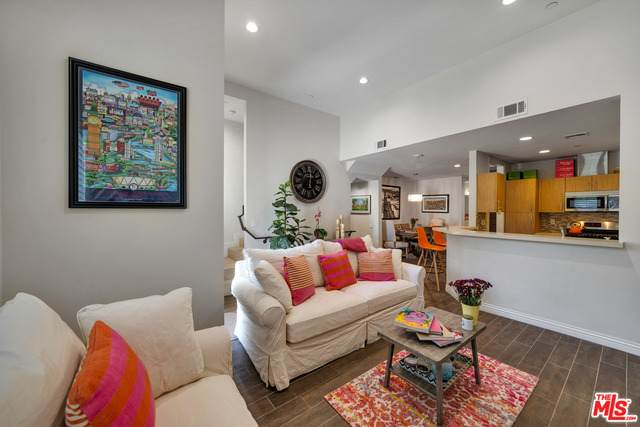 4541 Colfax Ave #103, Studio City, CA 91602 (#21-698880) :: The Grillo Group