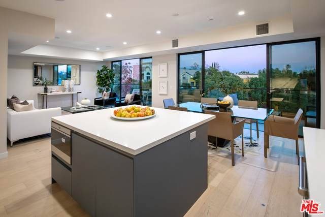 825 N Croft Ave Ph 2, Los Angeles, CA 90069 (MLS #21-698890) :: Mark Wise | Bennion Deville Homes