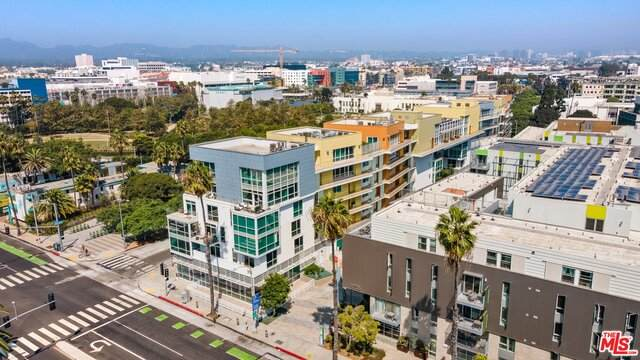 1705 Ocean Ave #101, Santa Monica, CA 90401 (MLS #21-699004) :: Hacienda Agency Inc