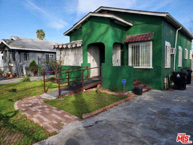 621 W 105Th St, Los Angeles, CA 90044 (#21-699470) :: TruLine Realty
