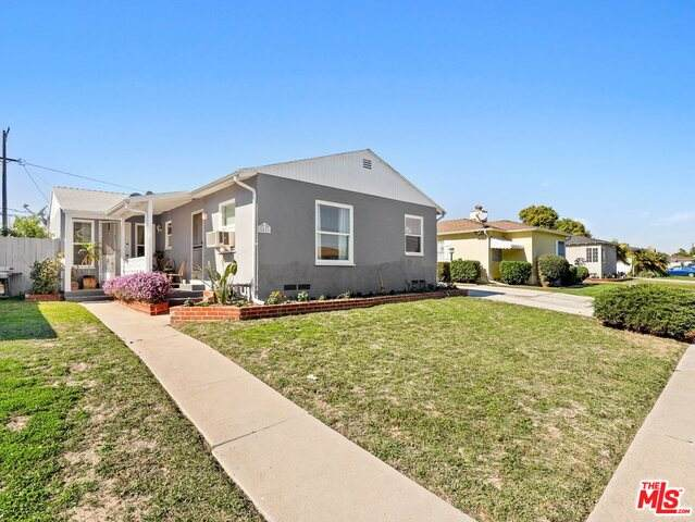 8425 Lilienthal Ave, Los Angeles, CA 90045 (#21-699502) :: Berkshire Hathaway HomeServices California Properties