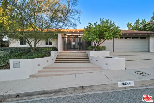 16544 Park Lane Circle Cir, Los Angeles, CA 90049 (MLS #21-699616) :: The Sandi Phillips Team