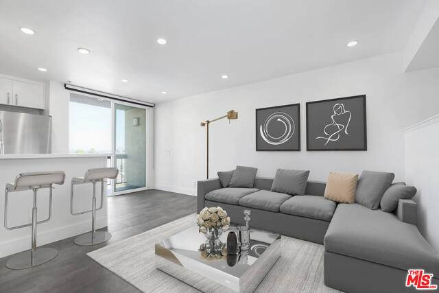 7320 Hawthorn Ave #415, Los Angeles, CA 90046 (#21-700014) :: The Parsons Team