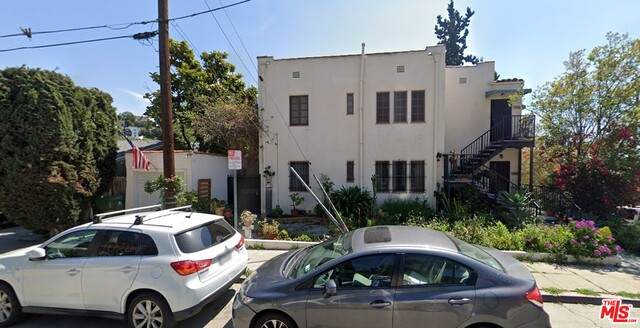 3934 Fernwood Ave, Los Angeles, CA 90027 (#21-700040) :: The Parsons Team