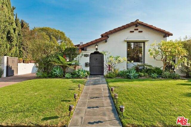 10764 Rochester Ave, Los Angeles, CA 90024 (MLS #21-700154) :: The Jelmberg Team