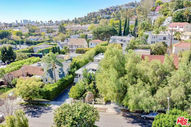 1719 N Orange Grove Ave, Los Angeles, CA 90046 (MLS #21-700220) :: The Jelmberg Team