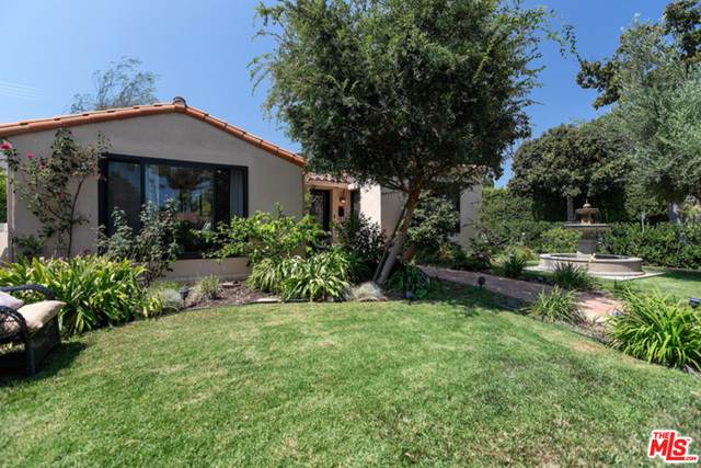 301 S Maple Dr, Beverly Hills, CA 90212 (#21-700234) :: TruLine Realty