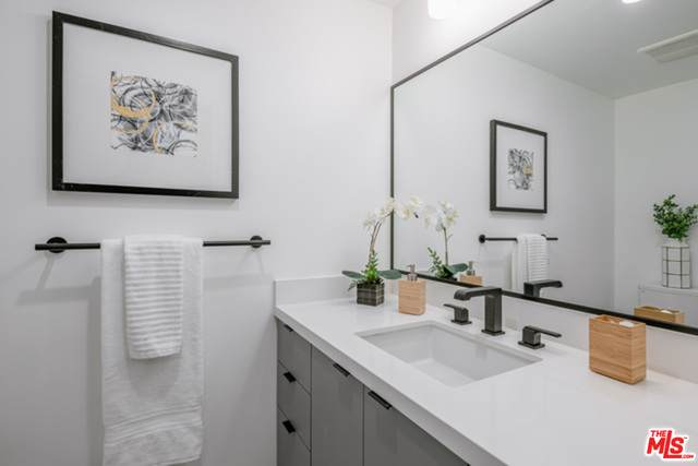 1515 S Holt St #504, Los Angeles, CA 90035 (#21-700858) :: The Grillo Group