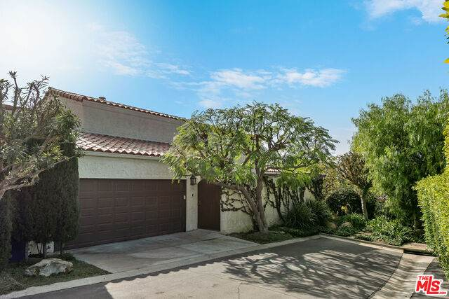 1922 Palisades Dr, Pacific Palisades, CA 90272 (MLS #21-701230) :: The Jelmberg Team