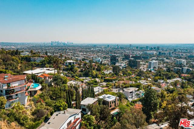 9443 Sierra Mar Pl, Los Angeles, CA 90069 (#21-701264) :: The Grillo Group