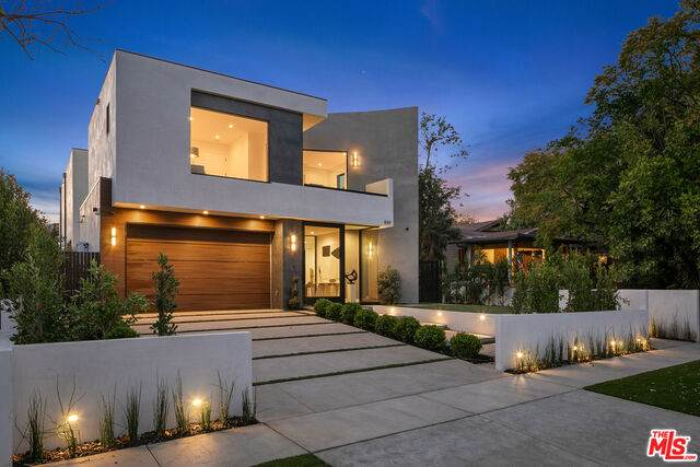 849 N Spaulding Ave, Los Angeles, CA 90046 (MLS #21-701370) :: The Jelmberg Team