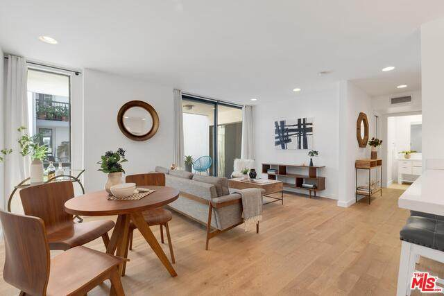 906 N Doheny Dr #304, West Hollywood, CA 90069 (MLS #21-701482) :: The Jelmberg Team