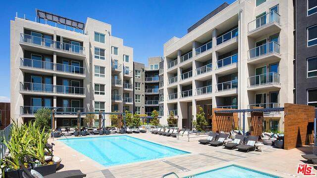 5901 Center Drive #405, Los Angeles, CA 90045 (MLS #21-701958) :: Mark Wise | Bennion Deville Homes
