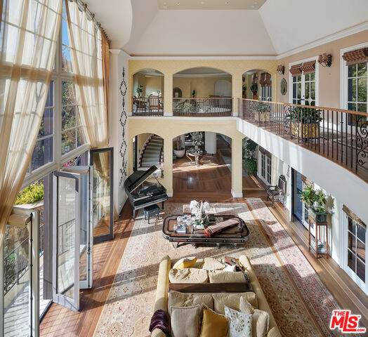 2650 Benedict Canyon Dr, Beverly Hills, CA 90210 (MLS #21-703140) :: Zwemmer Realty Group