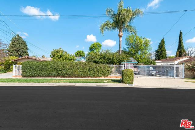 15909 W Vose St, Van Nuys, CA 91406 (MLS #21-706282) :: Mark Wise | Bennion Deville Homes