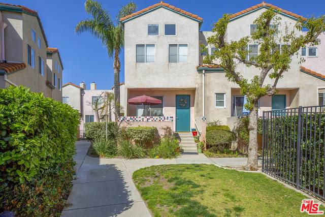 13901 Olive View Ln #18, Sylmar, CA 91342 (MLS #21-706544) :: Zwemmer Realty Group