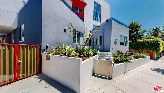 616 N Croft Ave #7, Los Angeles, CA 90048 (MLS #21-709768) :: The Jelmberg Team