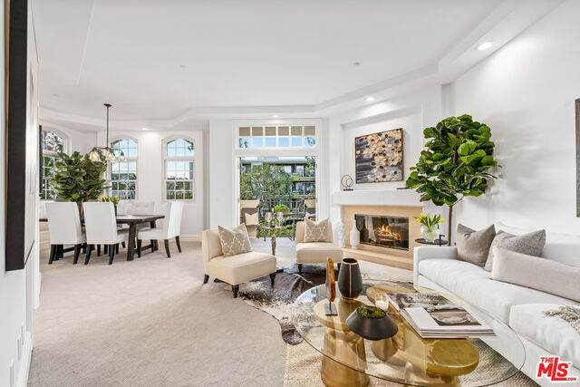 11680 Montana Ave #203, Los Angeles, CA 90049 (#21-710628) :: Amazing Grace Real Estate | Coldwell Banker Realty