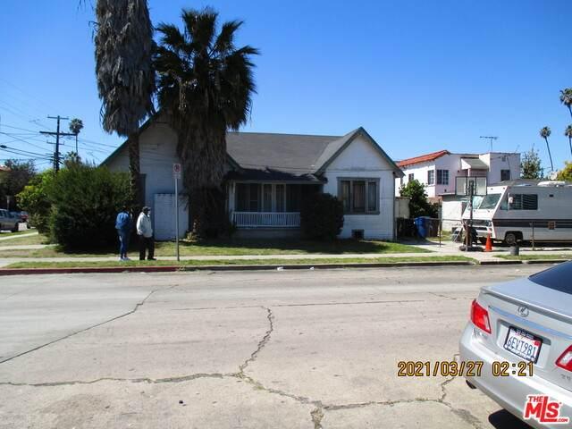 901 W 70Th St, Los Angeles, CA 90044 (MLS #21-711760) :: The Jelmberg Team
